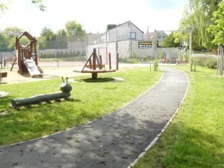 Foto herních prvků na dětském hřišti u OU 1