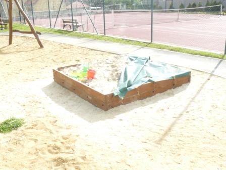 Foto herních prvků na dětském hřišti u OU 3