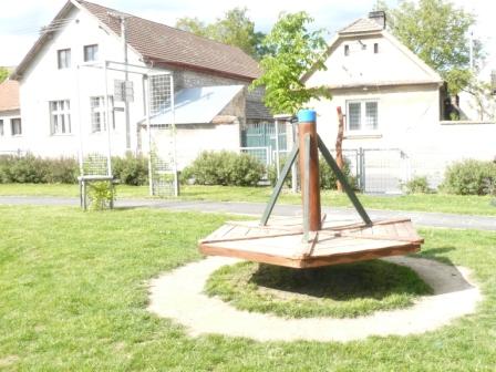 Foto herních prvků na dětském hřišti u OU 5