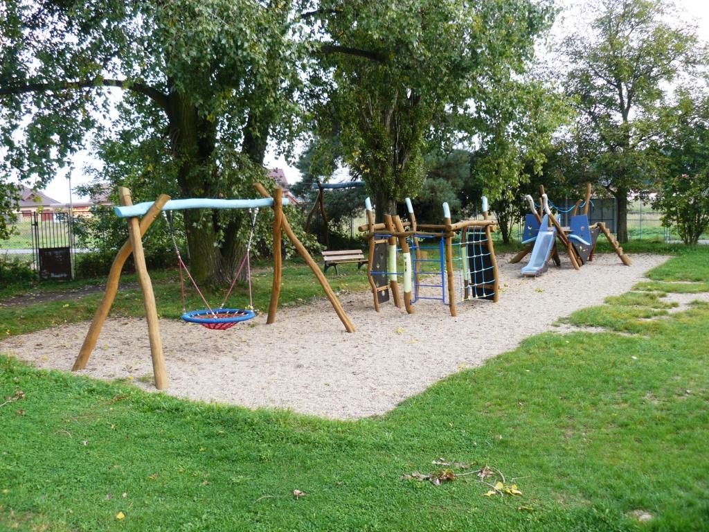 Dětské hřiště Valdek - foto 1.