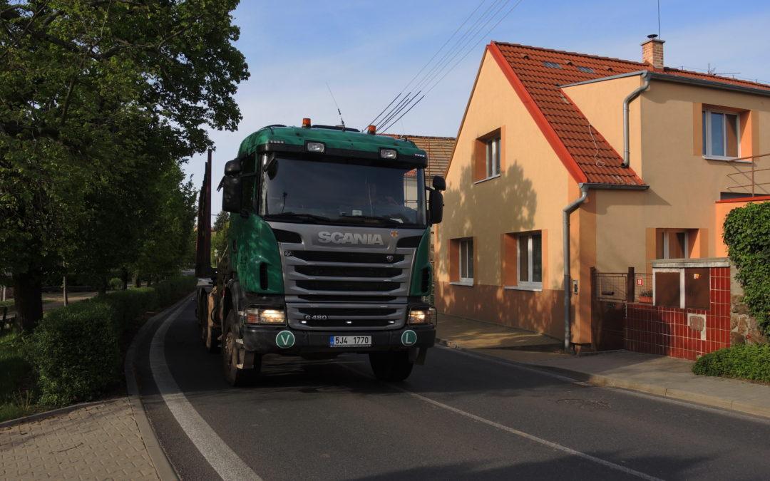 Zavádění zákazu vjezdu pro tranzit kamionů přes obce pokračuje